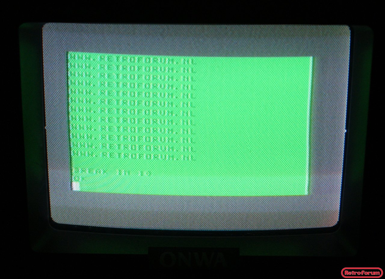 """RadioShack TRS-80 """"CoCo"""" op een Onwa TRV-706 portable wekker-tv"""