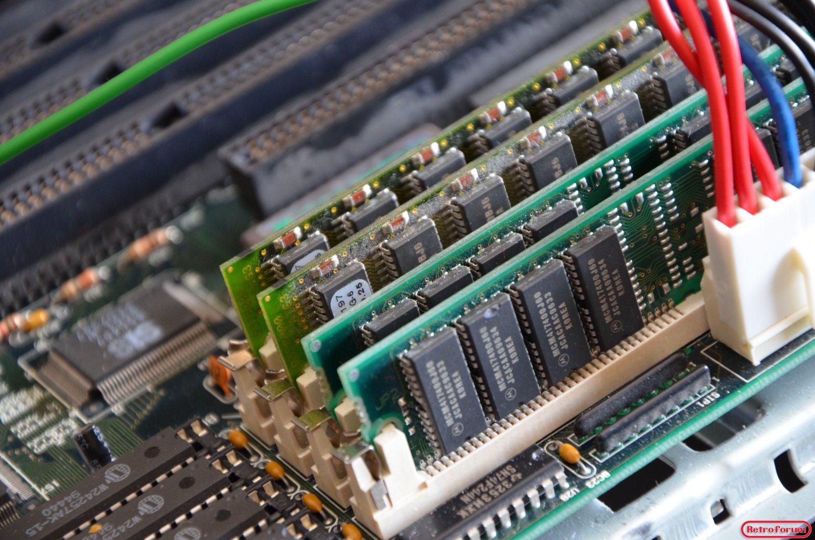 64MB EDO RAM in een 486 moederbord