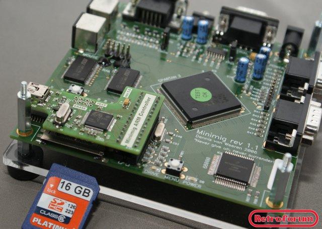 Minimig 1.1 met ARM-controller in plaats van PIC controller en 16GB SD kaart