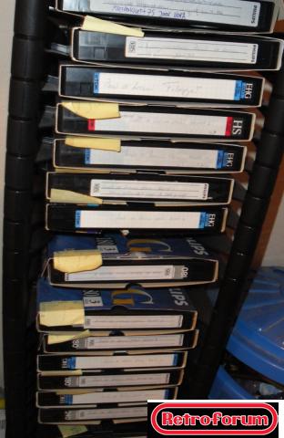 Videobanden in een kastje