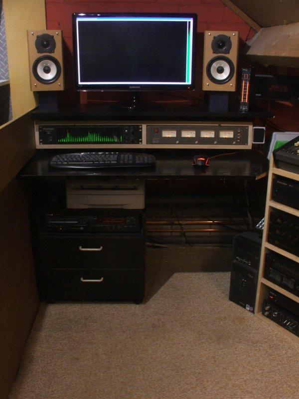 Desk.thumb.JPG.24dfd9efb017dd833ff409f129bd1fd4.JPG